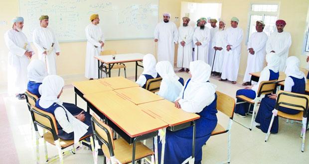 تدشين مشروع الفصول الدراسية بمدرسة قلهات للتعليم الأساسي بصور