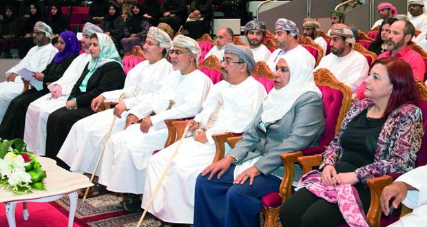 مؤتمر تربوي بجامعة السلطان قابوس يوصي بتطبيق مناهج جديدة في تعليم الرياضيات من رياض الأطفال وحتى الجامعة