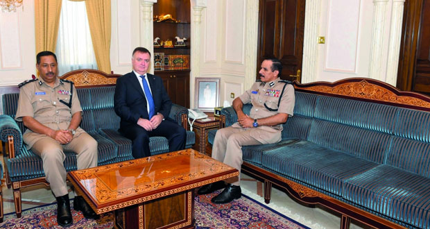 بحث التعاون بين شرطة عمان السلطانية والمنظمة الدولية للحماية المدنية والدفاع المدني
