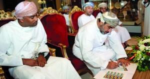 وزير النقل والاتصالات يدشن الطابع التذكاري وخدمة الشحن الالكتروني السريع