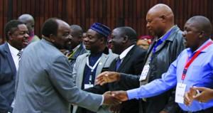 زيمبابوي: الحزب الحاكم يقيل موجابي وزوجته من عضويته
