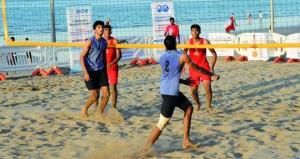 انطلاق البطولة العربية للطائرة الشاطئية بشاطئ القرم