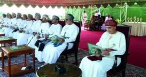 بناءً على الأوامر السامية .. فهد بن محمود يرعى سباق الخيل السنوي للخيالة السلطانية