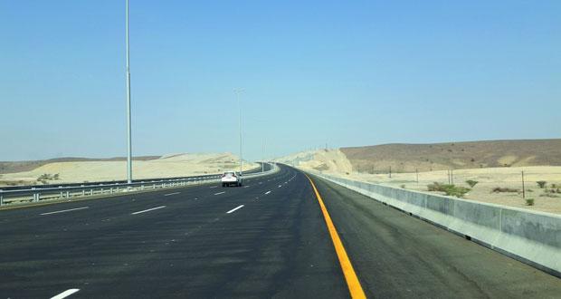افتتاح 27 كم من الطريق السريع بين صحم وصحار