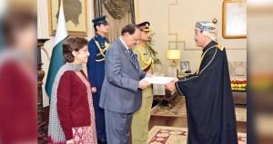 الرئيس الباكستاني يتقبل أوراق سفير السلطنة