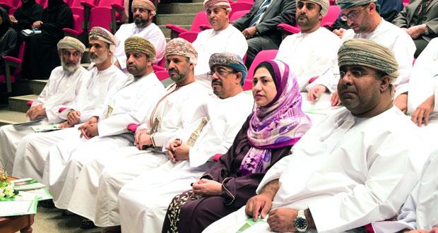 استعراض 10 بحوث في المجالات التربوية والاجتماعية والصحية والتقنية بجامعة السلطان قابوس