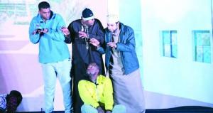 """فرقة""""مسرح شباب عمان"""" تقدم مسرحية """"المندوس""""بوادي السحتن"""