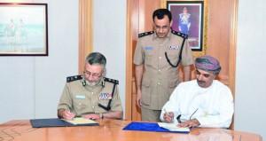 شرطة عمان السلطانية توقع برنامج تعاون مع الهيئة العامة للتعدين في مجال الخدمات الجمركية