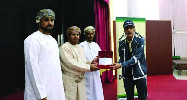فريق العربي يكرم لاعبيه الفائزين في بطولتي الجامعات العربية للطائرة الشاطئية والآسيوية البارالمبية