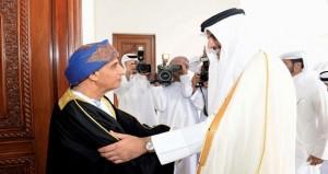 فهد بن محمود يستقبل أمير قطر