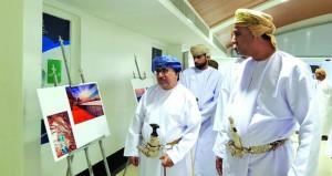 60 لوحة فنية في معرض التصوير الضوئي والفنون التشكيلية الرسم والخط العربي