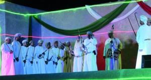 """""""مسرح شباب عمان"""" تقدم الملحمة الوطنية """"قابوس رجل السلام"""" على مسرح قلعة الرستاق"""