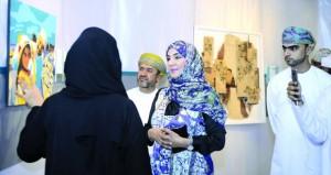 """18 عملا فنيا في معرض الفن التشكيلي """"لقيا"""" بجامعة السلطان قابوس"""