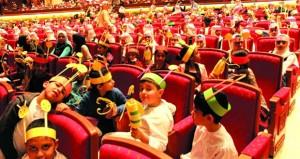 طلبة تعليمية مسقط يتفاعلون مع العروض العالمية بدار الأوبرا السلطانية