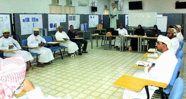 الفريق الفني لمشروع النظام الإلكتروني للكليات يزور الكلية المهنية بعبري