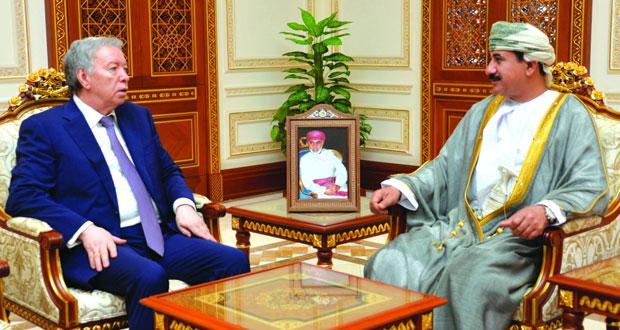 وزير المكتب السلطاني يستقبل سفير روسيا الإتحادية