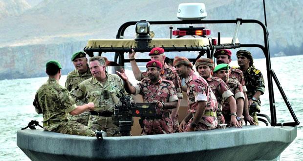 الجيش السلطاني العماني ينفذ البيان العملي لتمرين (نمر الجبل) مع القوات البريطانية