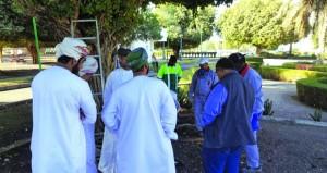 بلدية مسقط تنفّذ برنامجاً تدريبياً حول مكافحة الحشرات والآفات