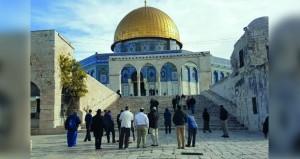 53 مستوطنا يدنسون باحات المسجد الأقصى