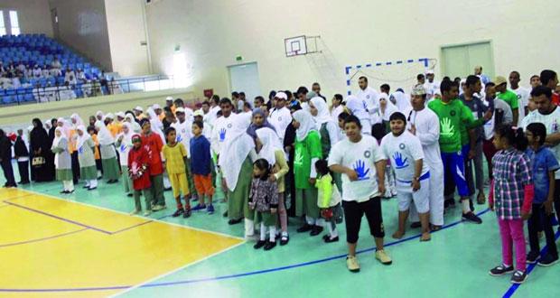 ختام فعاليات اليوم الرياضي ضمن الملتقى الخامس لمراكز الوفاء لتأهيل الأطفال المعاقين بالمجمع الرياضي بنزوى