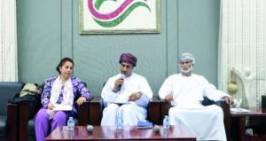 النادي الثقافي يستشرف الثقافة العمانية المستدامة بعرض التجارب الناجحة في المجال