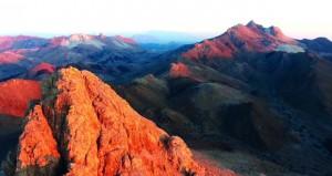عبري تتزين بتشكيلات رائعة من سلاسل جبال الحجر الغربي