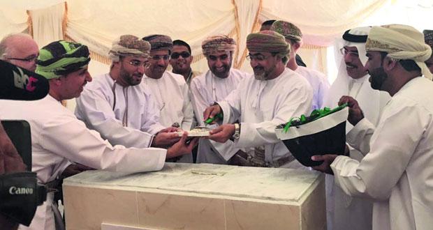 """وضع حجر الأساس لمشروع قريات السياحي بتكلفة """" 385 """" مليون ريال عماني"""