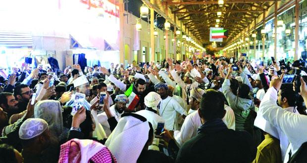 رابطة الجماهير العمانية تقدم أروع الفنون العمانية في سوق المباركية بالكويت