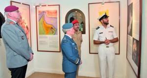 آمر كلية الدفاع الوطني لـ( الناتو) تزور متحف قوات السلطان المسلــحة