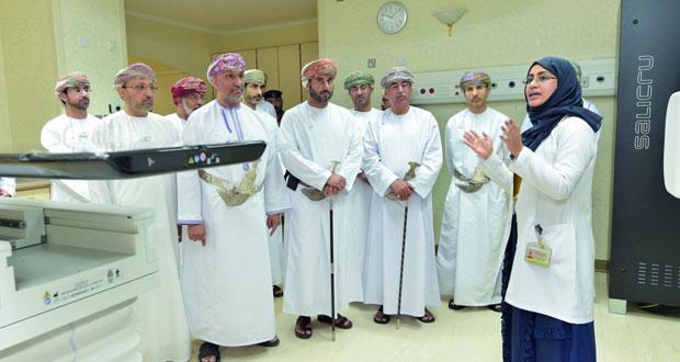 تدشين جهازي إشعاع متطورين بمركز الأورام بالمستشفى السلطاني