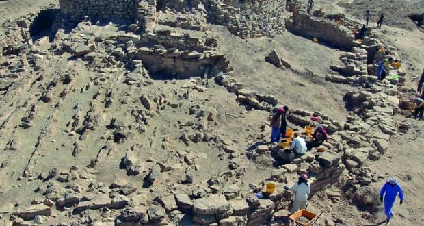 """""""التراث والثقافة"""" تواصل أعمال التنقيب في برج الخطم الأثري بمحافظة الظاهرة"""