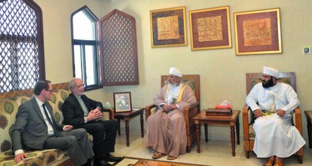 وزير الأوقاف والشؤون الدينية يستقبل وفداً إيطالياً من مؤسسة سانت ايجيديو