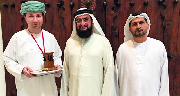 وفد من جمعية التراث العمراني الإماراتية يطلّع على مكنونات التراث الثقافي العماني منذ قبل نحو المليوني عام