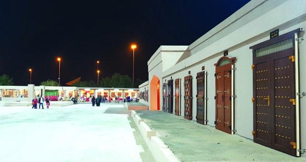 عمانيتان تستطيعان تصميم أبواب ونوافذ تراثية عبر استخدام تقنية ألمانية ذات جودة عالية تعد الأولى من نوعها بالمنطقة