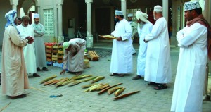 18 ريالا عمانيا عوض نبات الخوري بسوق نـزوى