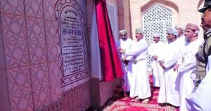 وزير المكتب السلطاني يفتتح جامع فسح في وادي السحتن بالرستاق