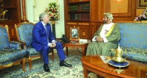 وزير ديوان البلاط السلطاني يستقبل السفير الروسي