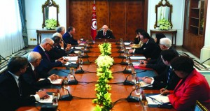 تونس: مباحثات سياسية .. وهدوء بعد احتجاجات ليلية تخللتها عمليات تخريب ونهب