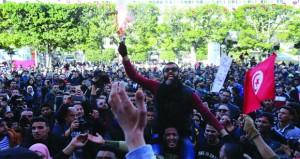تونس: في ذكرى الثورة.. المئات يحتجون وسط توتر اجتماعي