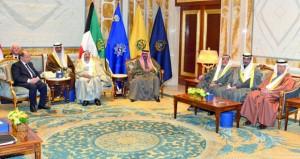 أمير الكويت يبحث مع الرئيس اللبناني القضايا الإقليمية والدولية الراهنة