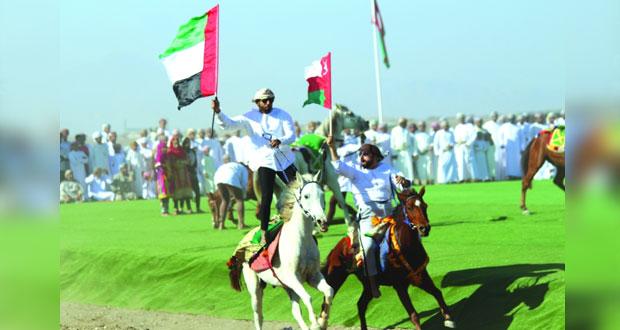 حاكم عجمان يرعى حفل ختام مهرجان النعيمي الثامن عشر لعرضة الهجن والخيل بميدان سيح الطيبات