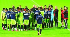 منتخبنا يعود للتدريب المسائي ويجري حصته الأولى بملعب نادي الكويت