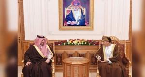 نيابة عن جلالة السلطان.. فهد بن محمود يستقبل وزير الداخلية السعودي