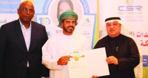 """عماني ينال لقب """"سفير أممي"""" من الأكاديمية الدولية للمسؤولية الاجتماعية"""