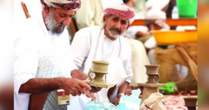 مشاركة عمانية فاعلة في ملتقى الشارقة للحرف التقليدية في نسخته الحادية عشرة