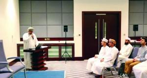 """محمد العيسري يكشف """"خزائن الكتب في عمان"""""""