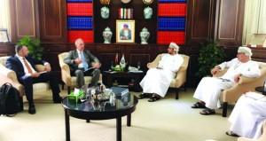 الغرفة تبحث التعاون الاقتصادي مع غرفة التجارة العربية البرازيلية