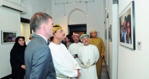 افتتاح المعرض الفني رحلات بمتحف بيت فرنسا بمسقط