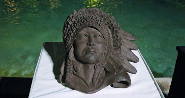 افتتاح معرض تشكيلي لفن النحت بالطين والتجسيم بالأسلاك والخامات المختلفة للتشكيلية