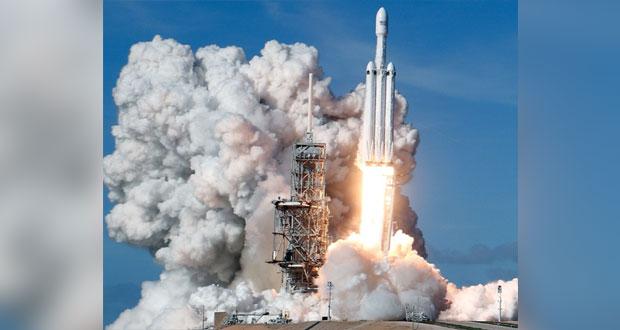 """""""سبيس إكس"""" تختبر بنجاح إطلاق """"أقوى صاروخ"""" في العالم"""